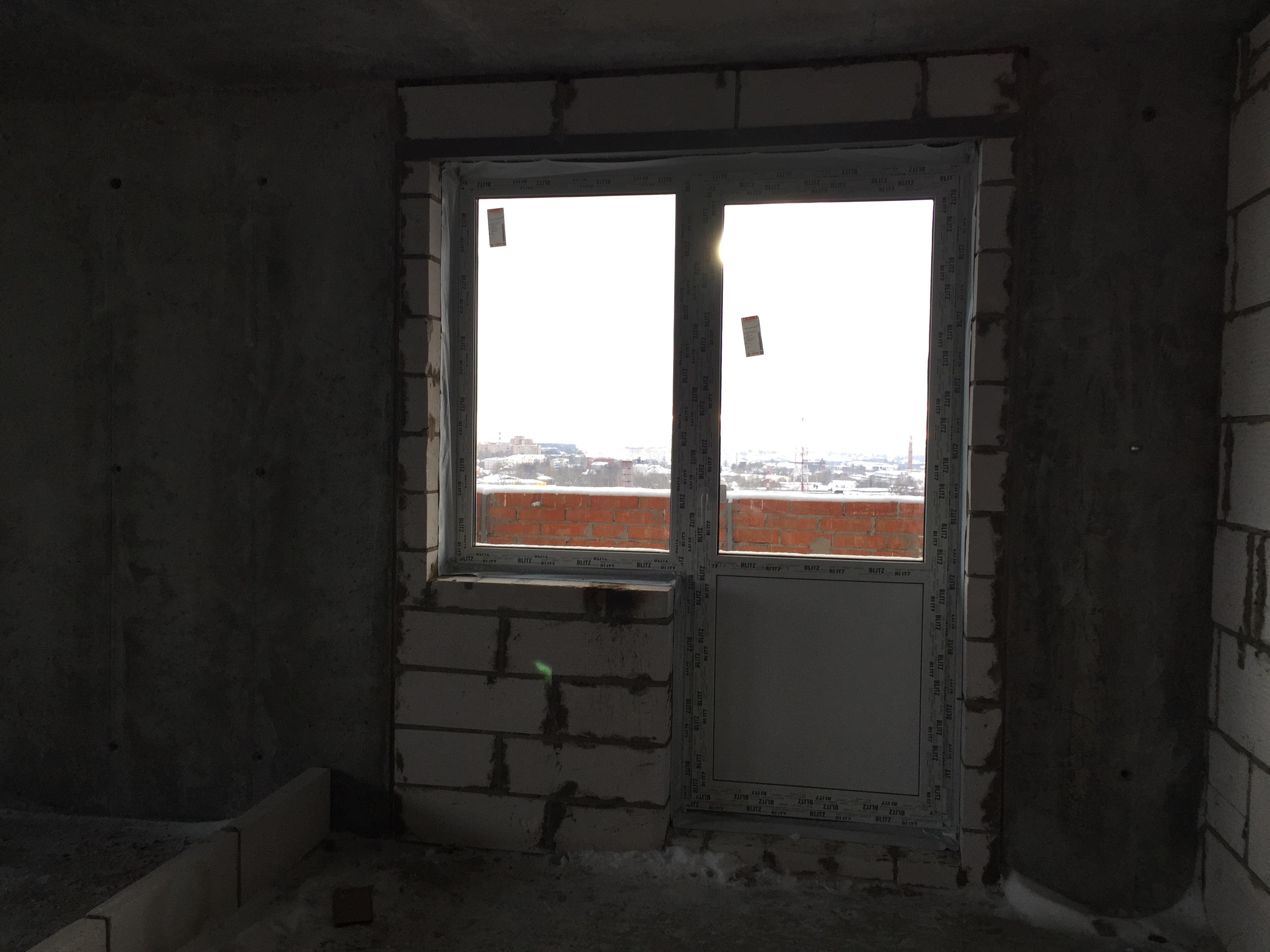Проводятся работы по установке пластиковых окон секции Б на уровне с 6 по 16 этаж. Завершены работы по устройству подпорной стенки секций А и Б. Выполнены работы по выносу участка теплотрассы, проходящей по строительной площадке. Ведутся работы по подключению домов к теплосистеме города.